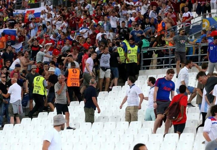 Российски болельщики во время матча с Англией, Getty Images