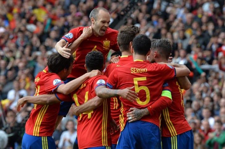 Сборная Испании празднует забитый гол / Getty Images
