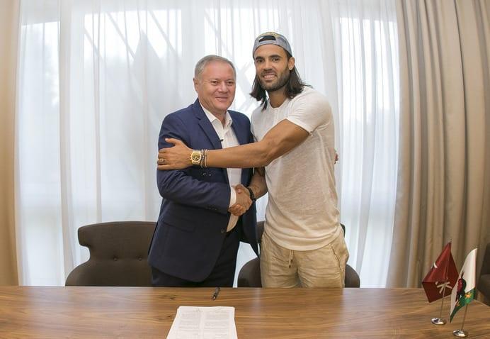 """Серхио Санчес (справа), фото с официального сайта """"Рубина"""""""