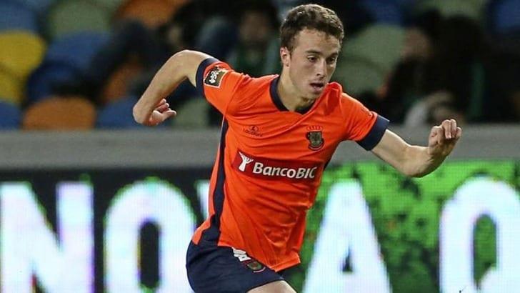 Реал и Барса сражаются за защитника Порту