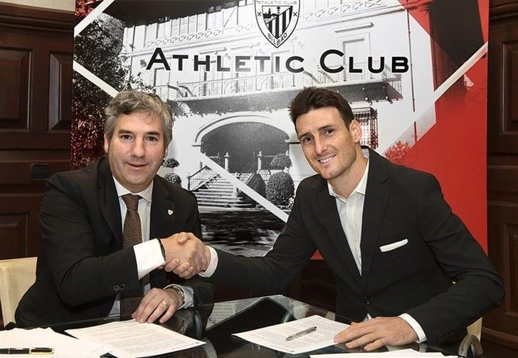 Ариц Адурис (справа), athletic-club.eus