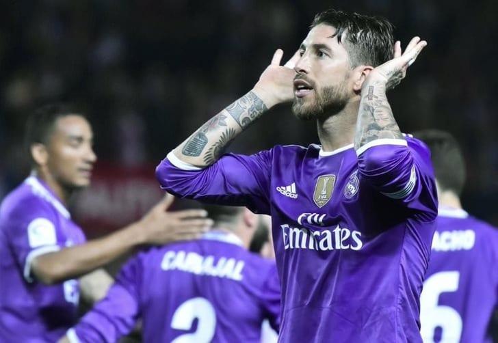 Фанаты изСевильи оскорбили мать капитана «Реала» ибросили внего бутылку