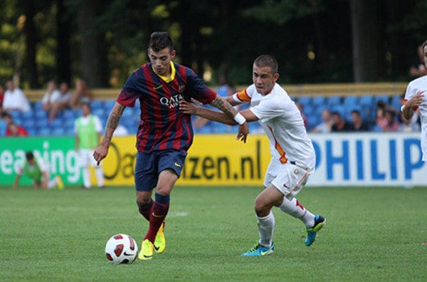 Прошлый футболист «Барселоны» прибыл напросмотр в«Урал»
