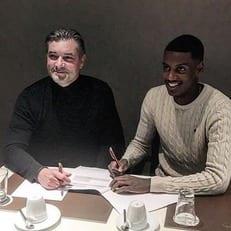 """Форвард Исак, которым интересовался """"Мадрид"""", подписал контракт с """"Боруссией"""" Д"""
