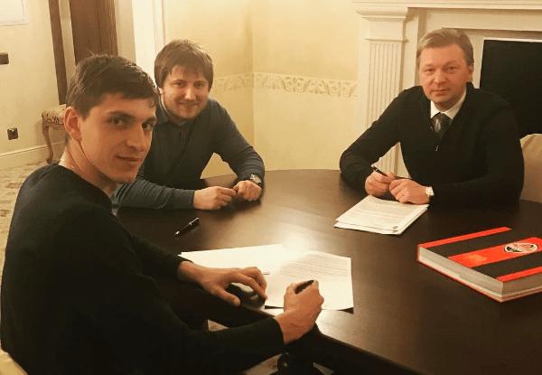 Будковский продлил договор сШахтером