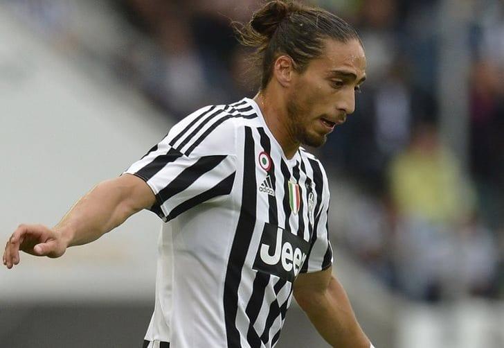 Милан улучшил предложение по договору Касересу