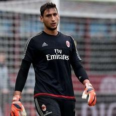 """""""Милан"""" готов платить Доннарумме 2 млн евро в год, агент игрока требует вдвое больше"""