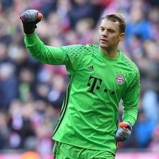 Нойер быстрее всех в Бундеслиге провел 100 матчей на ноль