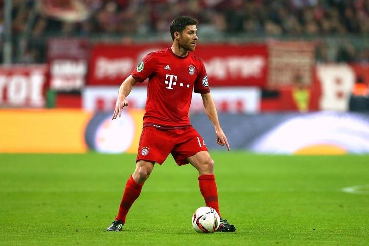 Полузащитник «Баварии» Хаби Алонсо желает закончить карьеру