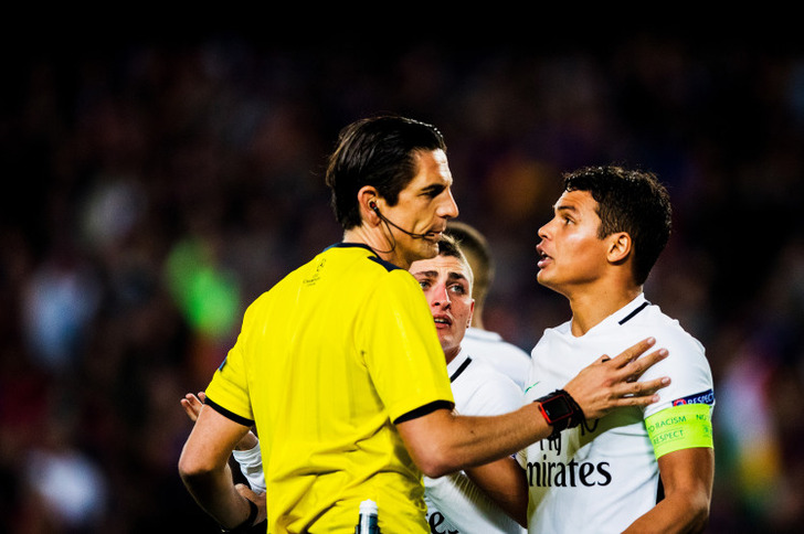 Арбитра матча «Барселона»— ПСЖ сравнили сперсонажем «Симпсонов»