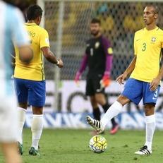 Миранда назначен капитаном сборной Бразилии на матч против Уругвая