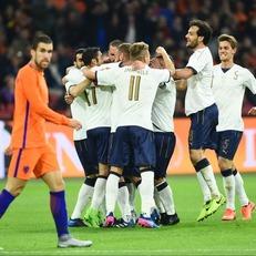 Италия обыгрывает Голландию
