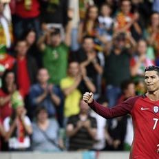 Португалия уступила Швеции