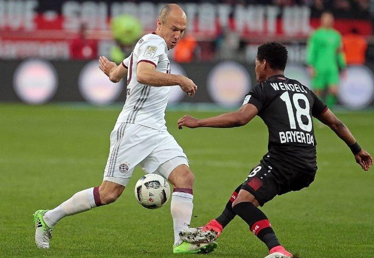 Арьен Роббен (слева), fcbayern.com