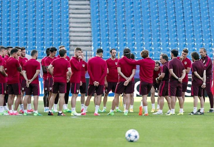 """Игроки мадридского """"Атлетико"""" на тренировке; фото: Анхель Гутьеррес"""
