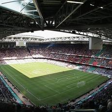 Трофеи Лиги чемпионов и Лиги Европы будут вручать на поле