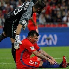 Гари Медель травмировал мышцу бедра в матче против Германии
