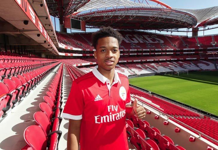 19-летний вингер «Арсенала» Уиллок бесплатно перешел в«Бенфику»