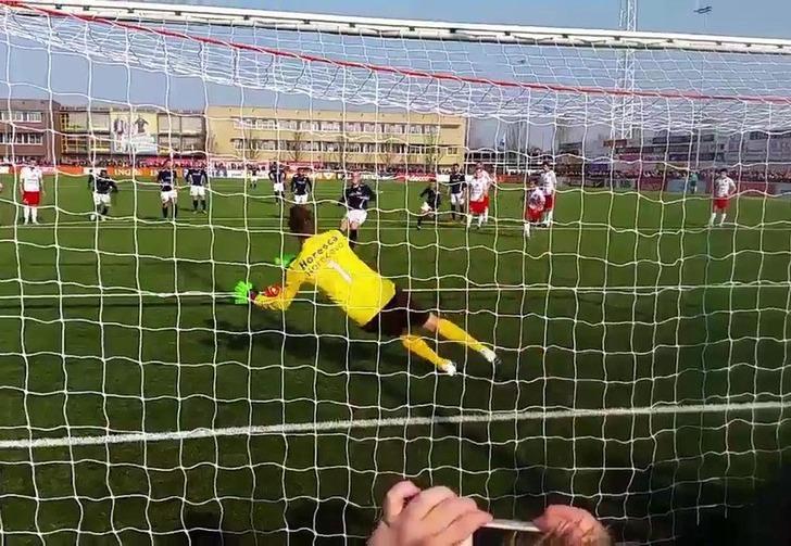 Ван дер Сар отражает пенальти, youtube.com