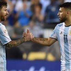 """Агуэро не верит, что """"Манчестер Сити"""" удастся подписать Месси"""