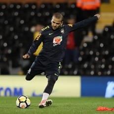 Дани Алвес назначен капитаном сборной Бразилии на матч с Англией