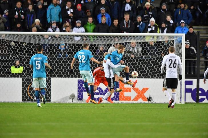 UEFA оштрафовал «Зенит» на27 тыс. евро заповедение фанатов вНорвегии