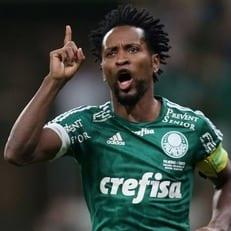 Экс-полузащитник сборной Бразилии Зе Роберто провёл последний матч в карьере