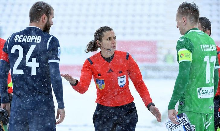 Матч Карпаты-Олимпик прервали из-за снегопада: продолжат завтра