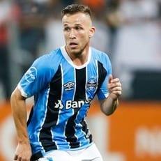 """""""Интер"""", """"Атлетико Мадрид"""" и """"Барселона"""" хотят подписать Артура из """"Гремио"""""""