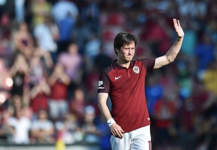 Чешский футболист Росицки решил закончить карьеру