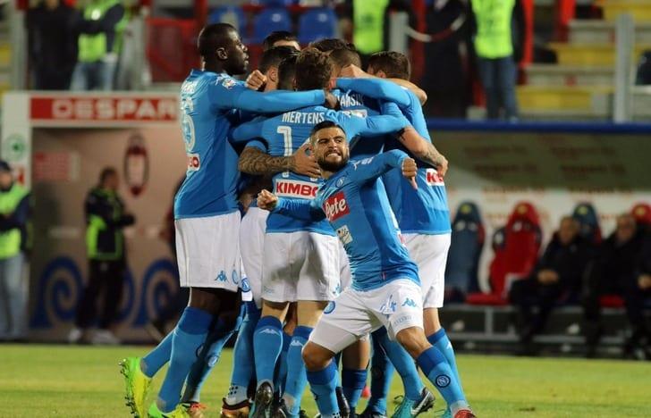 «Наполи» одержал победу над «Кротоне» истал лидером итальянской Серии А