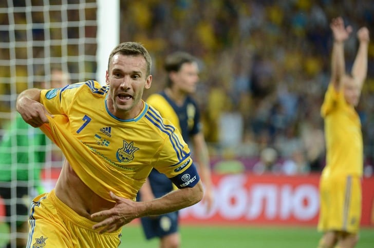 Андрей Шевченко забивает победный гол в ворота Швеции на Евро--2012 / Фото: Getty Images