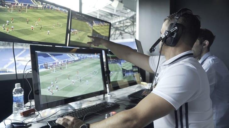 ФИФА решила использовать видеоассистентов судьи наЧМ