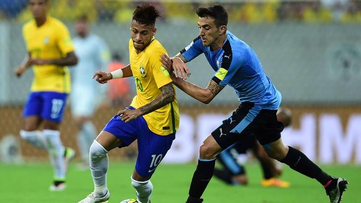 Неймар в матче со сборной Уругвая / Фото: Getty Images