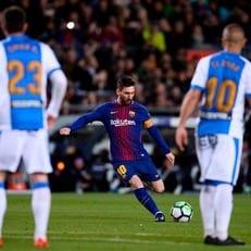 Лионель Месси – первый игрок со времен Роналдиньо, забивший 6 голов со штрафных