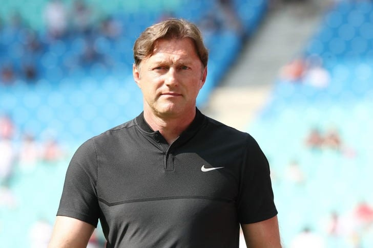«РБЛейпциг» объявил обуходе основного  тренера Ральфа Хазенхюттля
