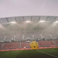 Матч Австрия - Германия четыре раза переносился из-за погодных условий