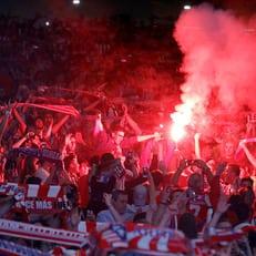"""УЕФА оштрафовал """"Атлетико"""" и """"Ливерпуль"""" за поведение болельщиков"""