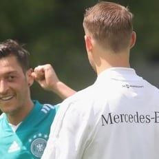 Нойер и Озил готовы сыграть против Мексики