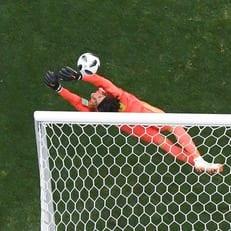 Очоа — второй вратарь в истории, который не пропустил в матчах с Бразилией и Германией