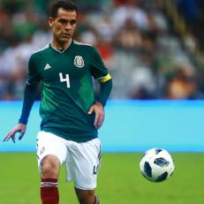 Рафаэль Маркес завершил карьеру футболиста