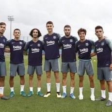 """""""Барселона"""" привлекла молодых игроков к участию в тренировке"""