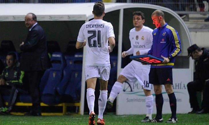 Ковачич меняет Черышева, который не должен был играть из-за дисквалификации / Фото: Getty Images