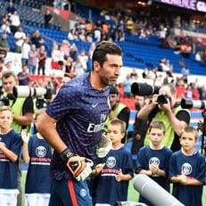 Буффон стал самым возрастным игроком в истории ПСЖ