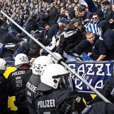 """45 человек пострадали в столкновениях фанатов """"Герты"""" с полицией"""