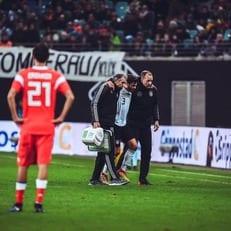 Йонас Хектор получил травму в матче против России