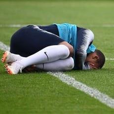 Мбаппе из-за проблем с плечом не смог доиграть матч против Уругвая