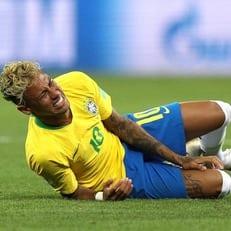 Неймар травмировался в игре против Камеруна