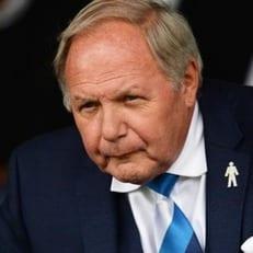 Спортивный директор английского клуба обвинен в ставках на спорт