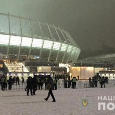 """Полиция задержала 27 человек за провокацию полиции возле НСК """"Олимпийский"""""""